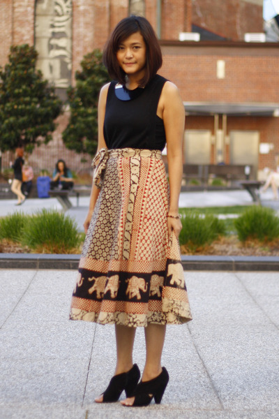 H&amp;M necklace - Telltalehearts skirt