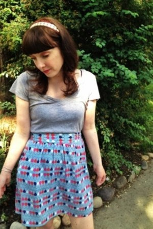 modcloth skirt - H&M t-shirt - modcloth hair accessory