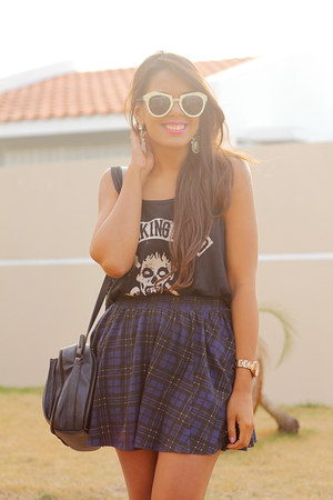 navy tartan Zara skirt - white Converse sneakers