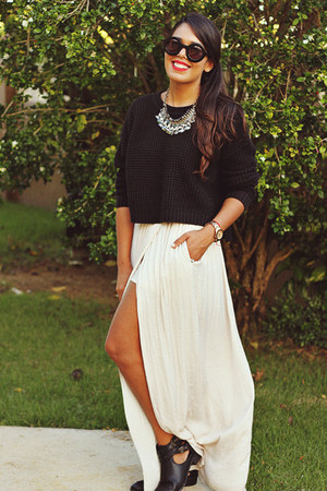 off white maxi Zara skirt - black knitted Forever 21 sweater