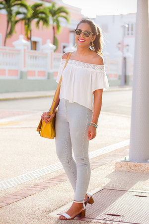 white LA hearts top - light blue high waisted Bullhead jeans