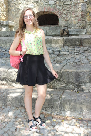 black high-waisted H&M skirt - pink peach pink Fjall Raven Kanken bag