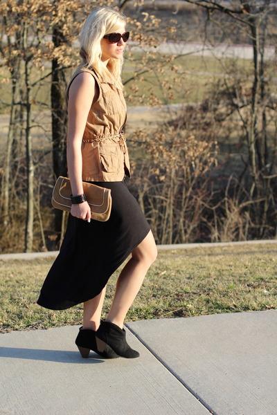 camel utility vest Old Navy vest - black Target boots