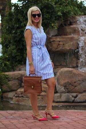 hot pink studded torrid heels - sky blue Target dress - brown willis coach bag