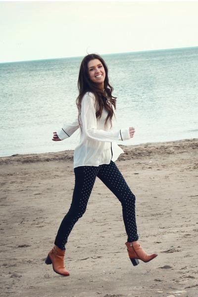 Tawny-etienne-aigner-boots-navy-polka-dot-bdg-jeans