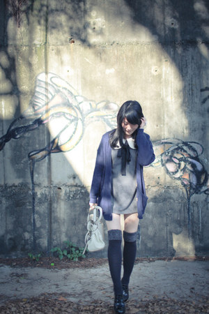 navy cardigan - black shoes - charcoal gray dress - white bag
