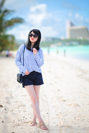 navy Zara bag - navy Uniqlo shorts - navy H&M sunglasses
