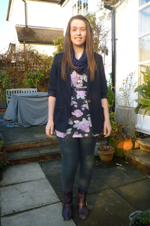 blue vintage blazer - purple select t-shirt - blue Primark scarf - gray H&M legg