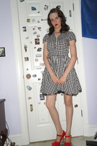black gingham H&M dress - red patent heels - ivory necklace