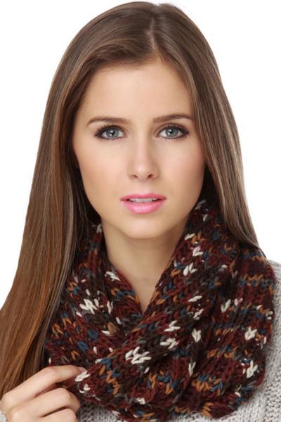 maroon cowl Quiksilver scarf