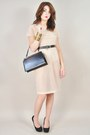 Nude-vintage-dress-black-vintage-purse-gold-forever-21-bracelet