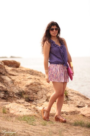 Gap top - TJMaxx bag - TJMaxx shorts - aviator kohls sunglasses