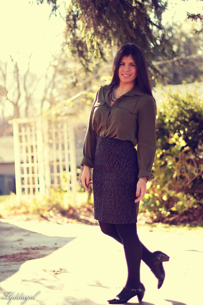 snakeskin print Tahari skirt - Kenneth Cole Reaction shoes - Old Navy top