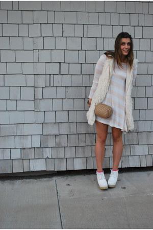 light pink H&M dress - camel quilted Nordstrom bag - ivory faux fur LF vest - wh