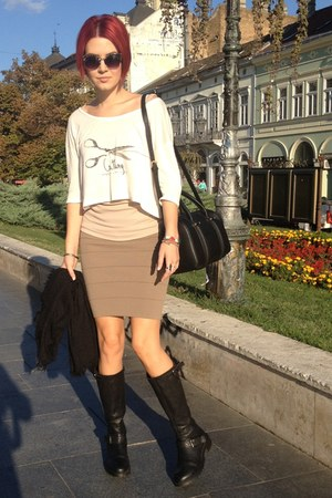 Zara bag - Sisley boots - Zara sunglasses - Tom Ford skirt - Terranova t-shirt