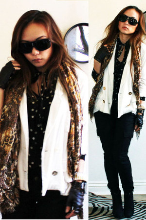 black Chinese Laundry blouse - off white Fumblin Foe blazer