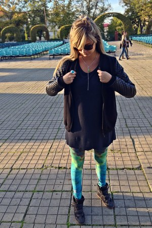 Bershka shoes - Wildfashion leggings - second hand blouse - c&a sweatshirt