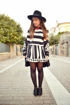 Taobao skirt - day&day hat - pull&bear top