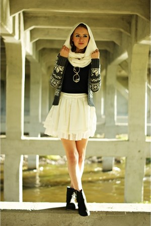 white envancl skirt