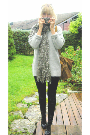 GINA TRICOT sweater - Bik Bok pants - Din Sko shoes