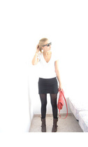 American Apparel t-shirt - American Apparel skirt - Wolford tights - my own desi