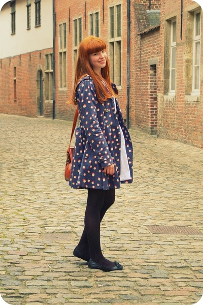 carrot orange coat - navy Topshop coat - white pull&bear dress