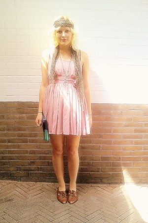 H&amp;M dress - vintage scarf - vintage shoes