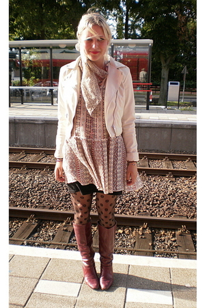 vintage dress - H&amp;M jacket - H&amp;M tights - vintage boots - Grandmothers scarf