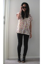 pink Zara t-shirt - black heels random shoes - black wayfarers rayban sunglasses