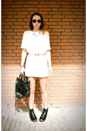 white white pleated Topshop dress - black leather Topshop boots