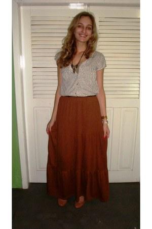 tawny skirt - bronze shoes - off white top - black belt