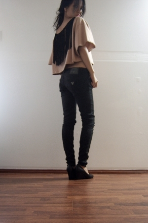 pink cropped Maiden t-shirt - black Guess pants