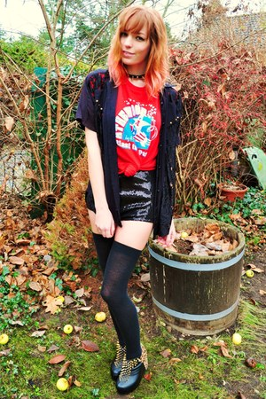 black shirt - black sequin shorts - red vintage t-shirt