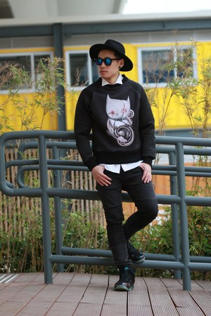 black neoprene JuunJ sweatshirt - black Spitfire sunglasses