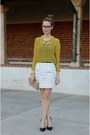 Beige-clutch-banana-republic-bag-black-pointy-toe-nine-west-heels