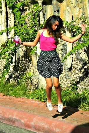 skirt - blouse - sneakers
