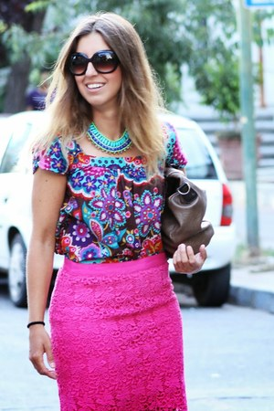 hot pink Cacharel skirt - crimson Misako bag - turquoise blue Lounge necklace