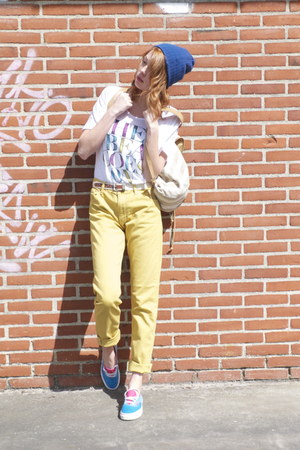 yellow Weekday Jeans jeans - blue beanie hat - white The Beat Goes On t-shirt