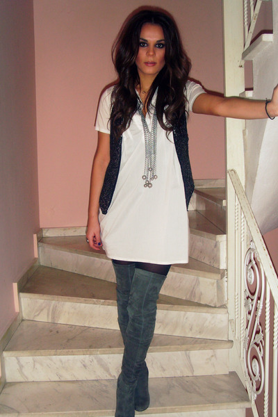 gray Zara boots - white shirt - black Bershka vest - silver Stradivarius necklac