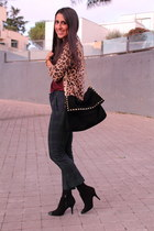black bag - black boots - tawny cardigan - forest green pants