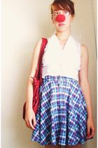 blue vintage from American Vintage skirt - red from boyfriend accessories