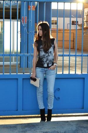 gray Bershka t-shirt - black Zara boots - light blue Stradivarius jeans