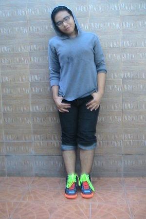 gray thrifted sweater - NIKE X CASSETTE PLAYA shoes - random brand glasses