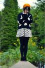 Black-velvet-ankle-thrifted-vintage-boots-mustard-beret-thrifted-vintage-hat