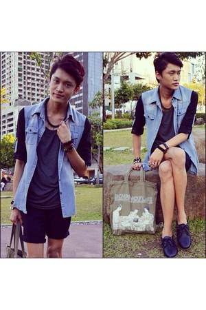 sky blue Androgyne Manila top - black Tutum shop boots - dark khaki bench bag
