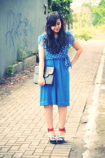 blue polkadot vintage dress - black Yves Saint Laurent bag