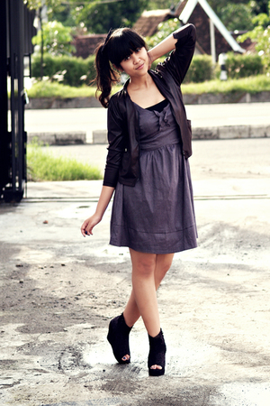 black somewhere in closet jacket - black somewhere in closet top - gray Miss Sel