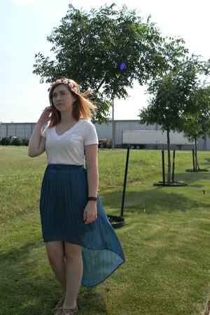 teal skirt - white shirt - light pink hair accessory