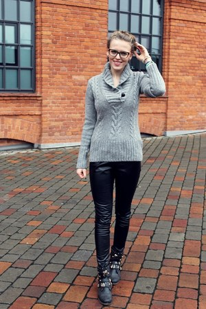 silver H&M sweater