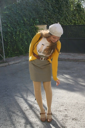 yellow button up Bershka cardigan - white polka dot BLANCO hat